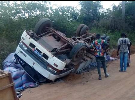 Vavoua : un gros camion chargé d'anacade se renverse à Vaafla