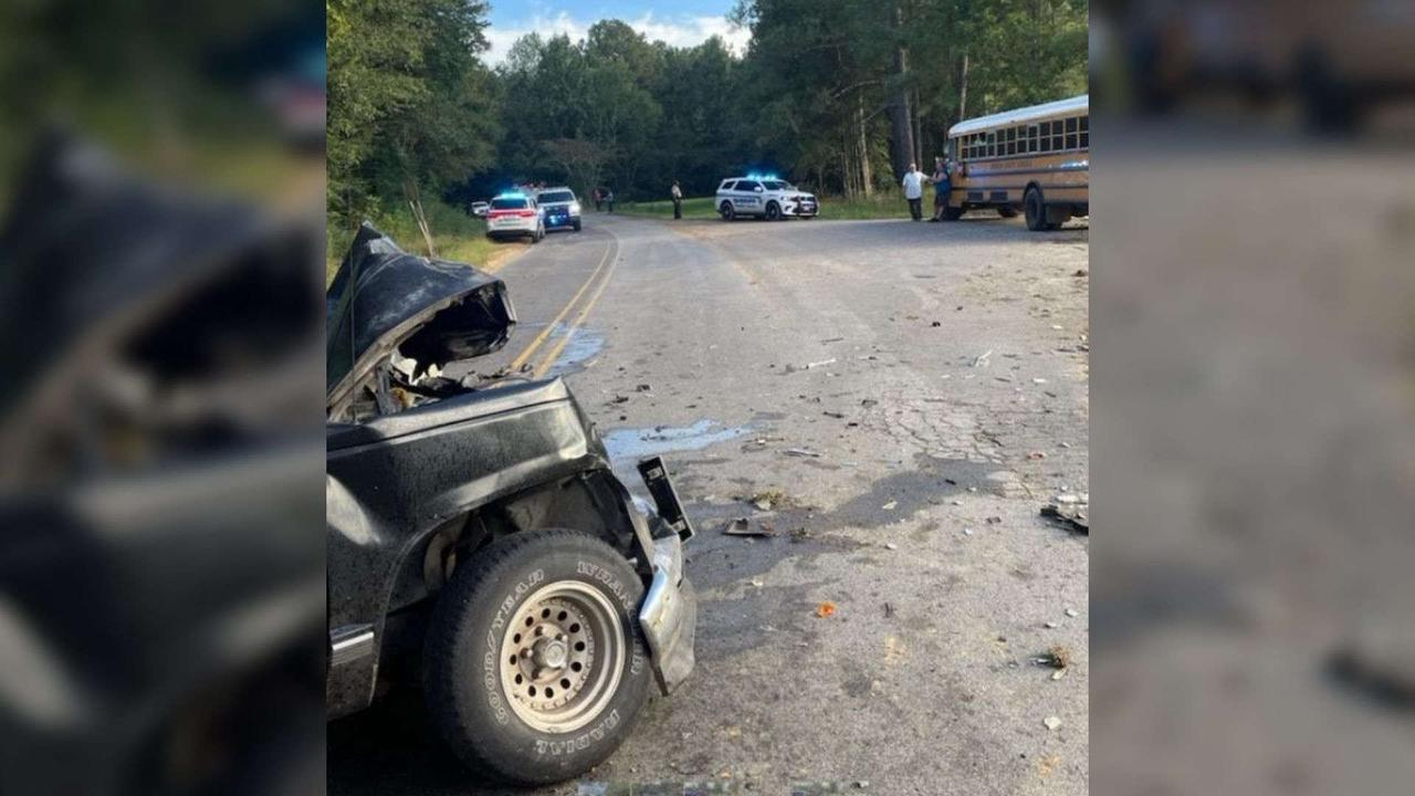 1 person injured after wreck involving school bus in Simpson County