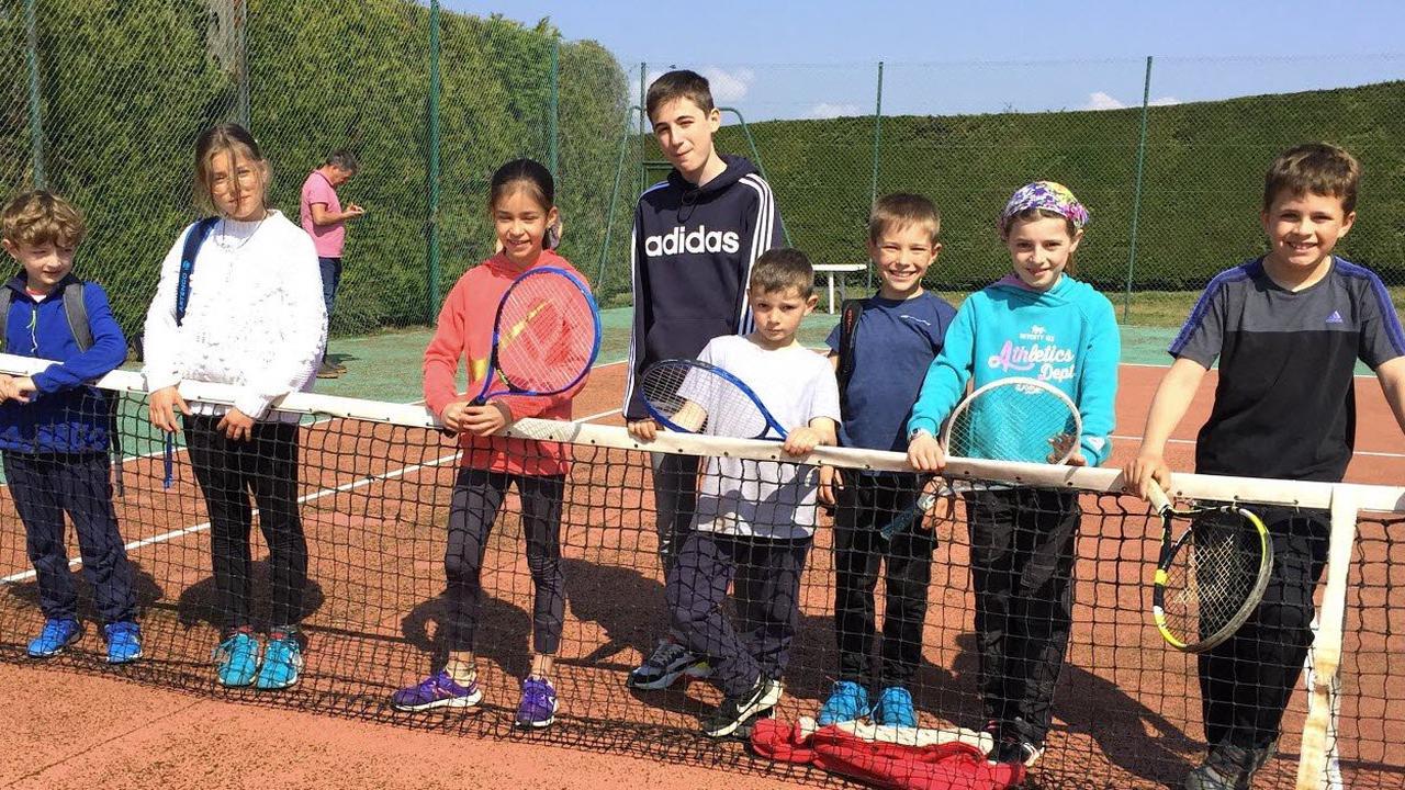 Rives. Une initiation au tennis pour les scolaires