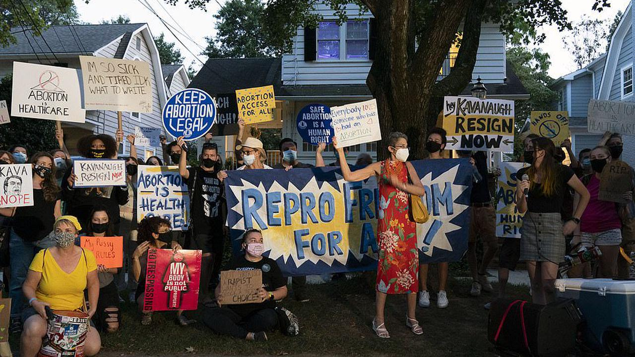 """What the hell does he have to do with this? """"Activists"""" Gather Outside Kavanaugh's Home To Protest …Texas Abortion Law?"""