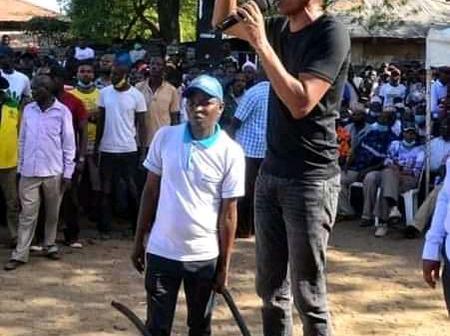Kenyans mixed reaction on Ruto allies addressing public rallies while standing on wheelbarrow.