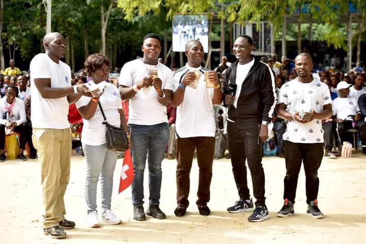 Pictures as Prophet Jeremiah Fufeyin gives cash support to his church members 19