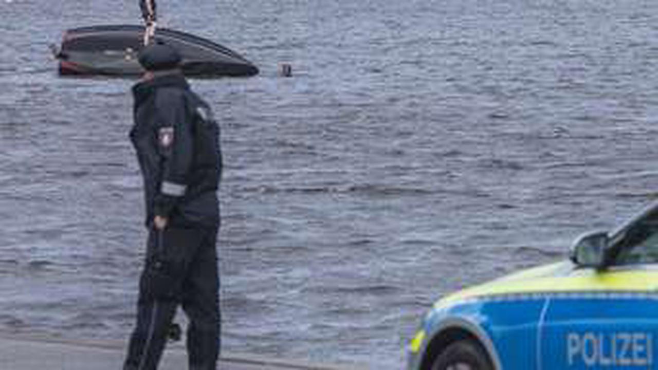 Polizei meldet: Zwei Personen in der Alster! Hubschrauber im Einsatz