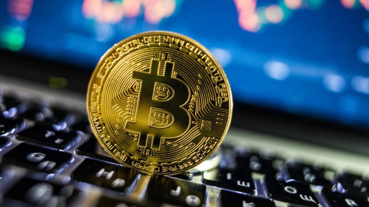 Bitcoinas pasiekia 51 000 USD, nes trumpalaikis bulių atvejis stiprėja silpno dolerio metu