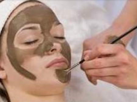 Step by Step Method of Using a Clay/Mud Mask for your Face