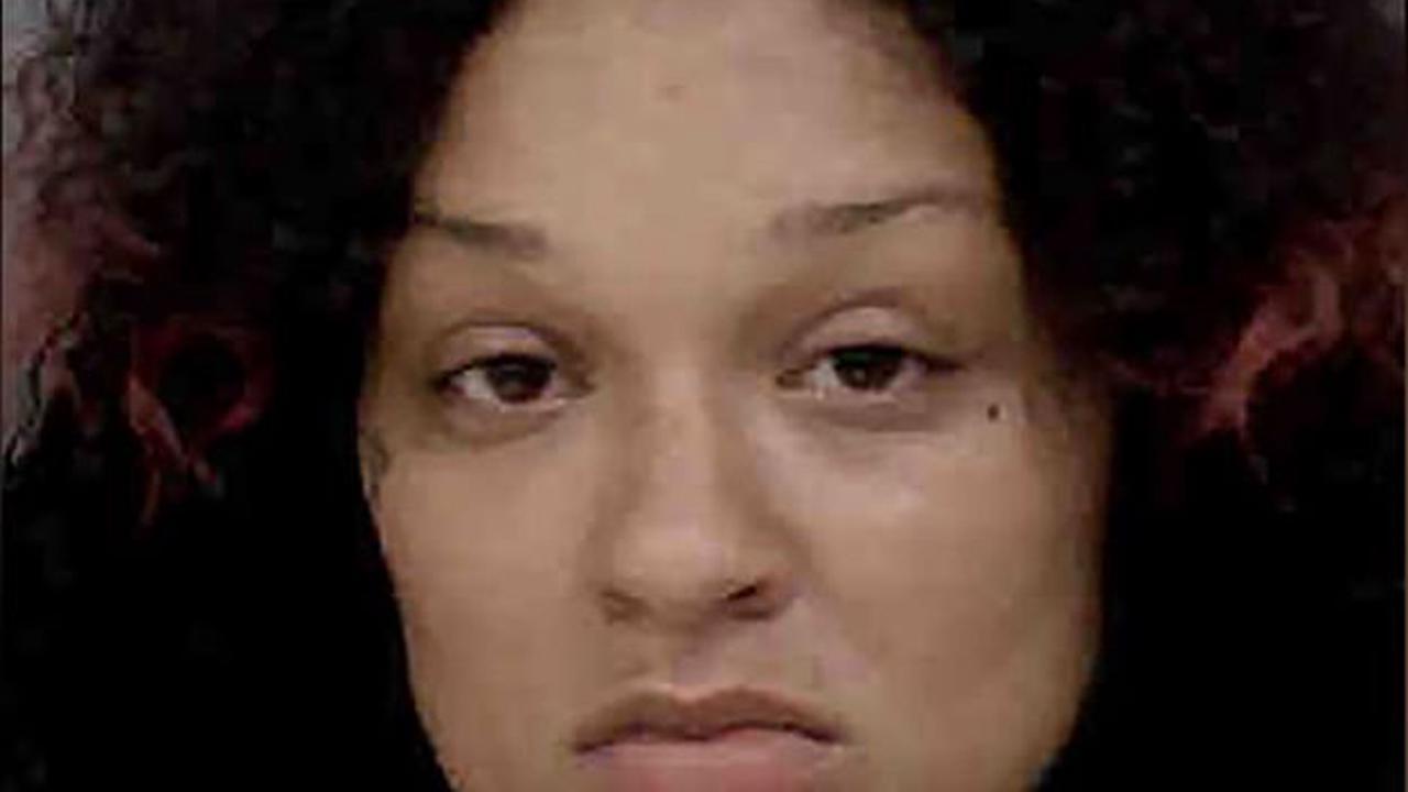 Une mère force sa fille à enterrer sa petite sœur de 4 ans, tuée après une punition de 3 jours