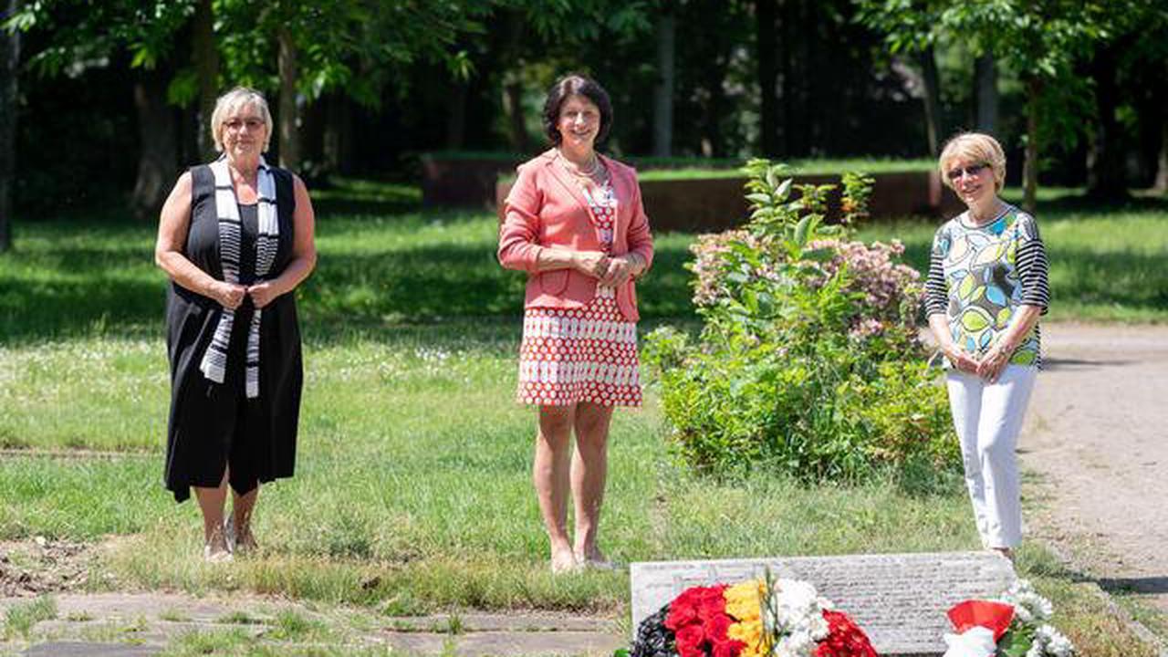 Stadt Marl legt Blumengesteck auf dem Alten Friedhof Brassert nieder: 30 Jahre Freundschaft zwischen Deutschland und Polen