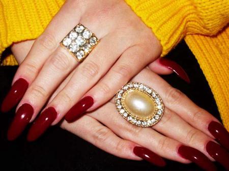 9 Struggles You Face When You Have Long Fingernails