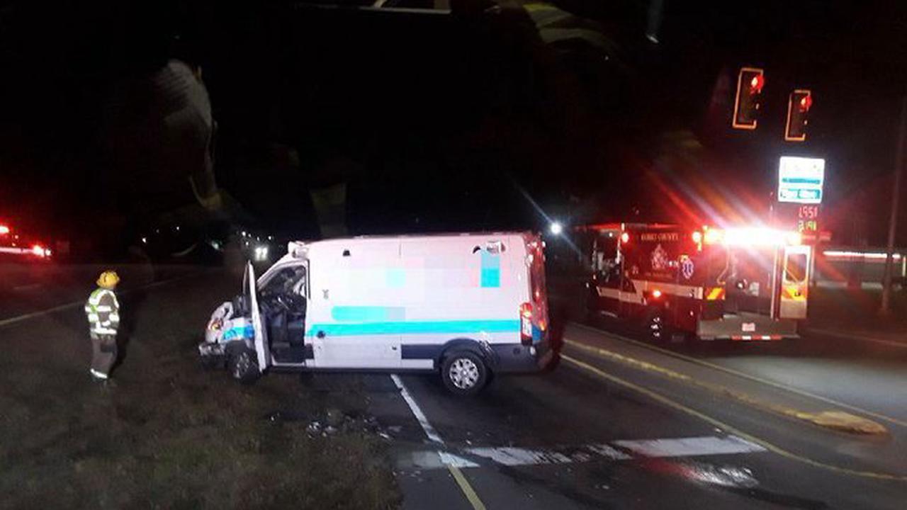 3 injured in morning crash in Longs