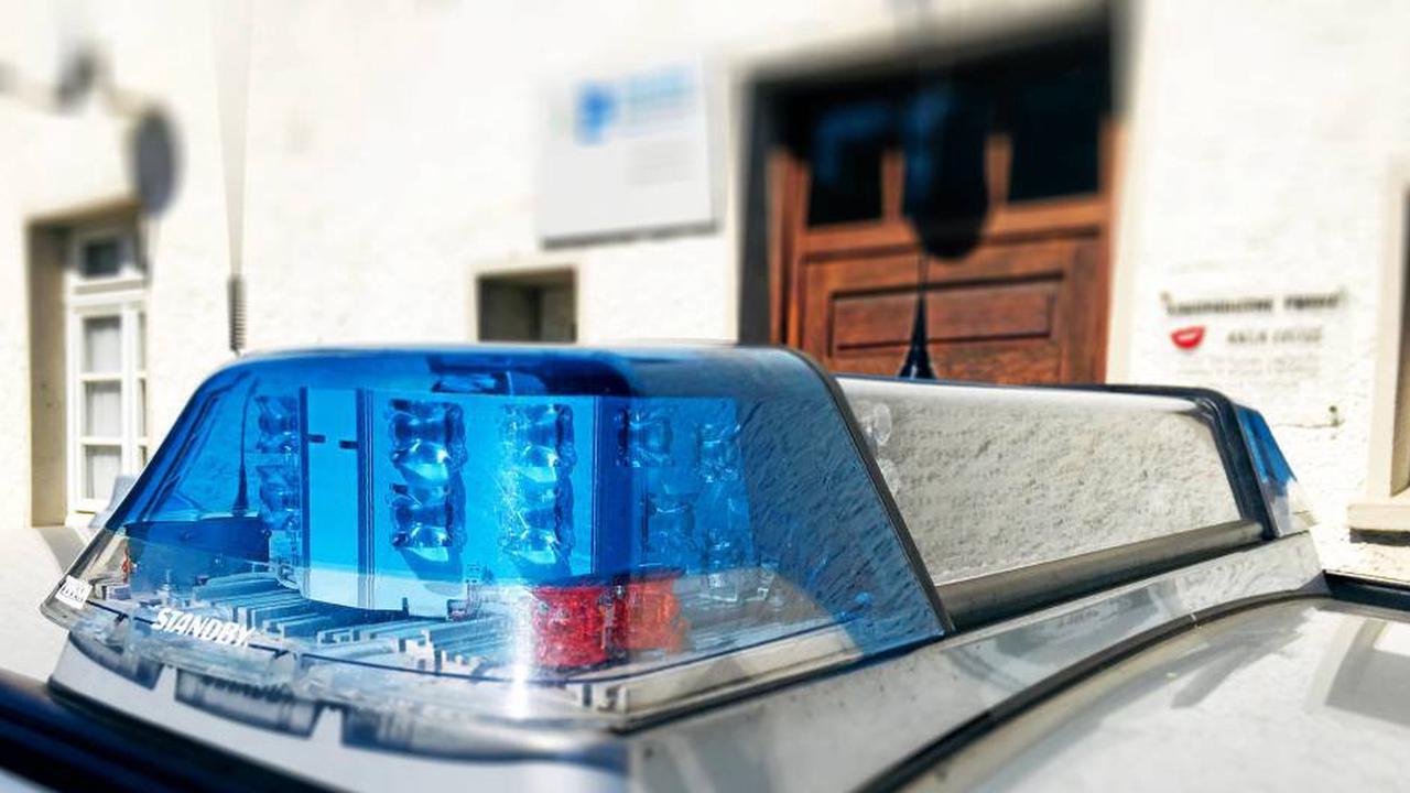 Geparktes Auto von Vandalen schwer beschädigt
