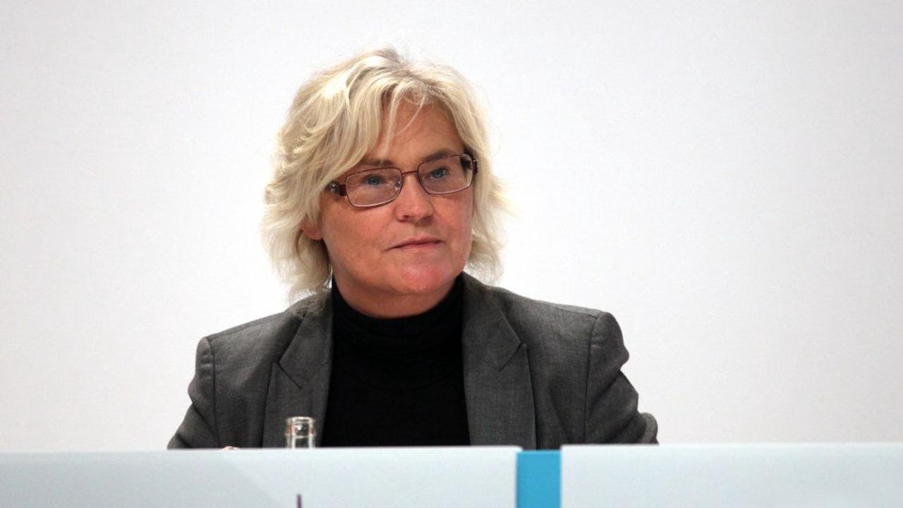 """Lambrecht beklagt """"Eskalationsspirale von Hass und Gewalt"""""""