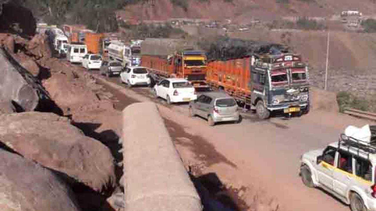 One-way traffic resumes on Srinagar-Jammu highway