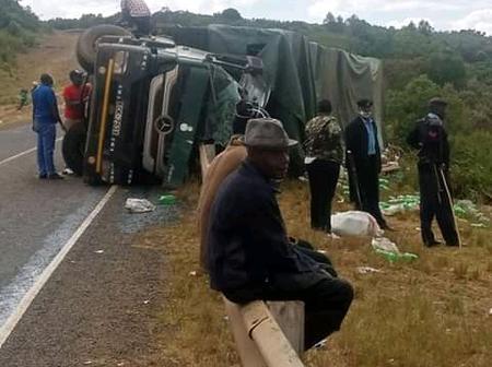 Truck Carrying Bottled Soda Overturns in Ndaragwa, Nyandarua County