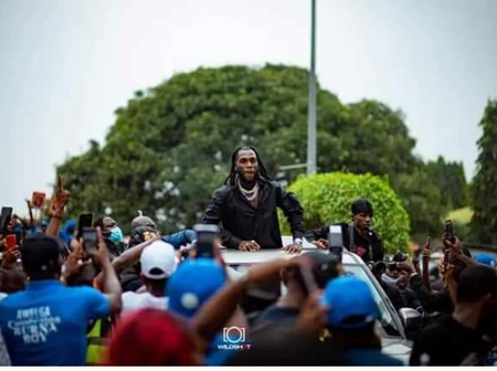 Burna Boy was welcomed like a crown prince in PH, see the artiste who didn't perform at the concert