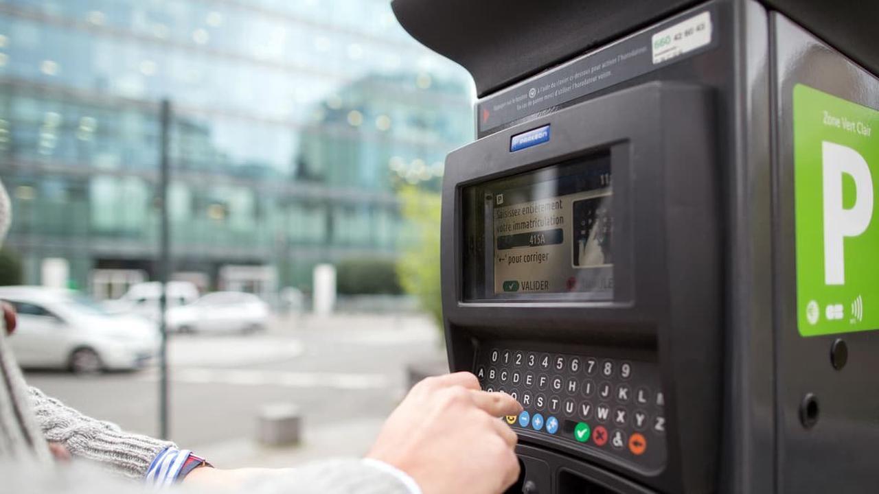 Paris: les tarifs du stationnement en hausse depuis ce lundi, les amendes aussi