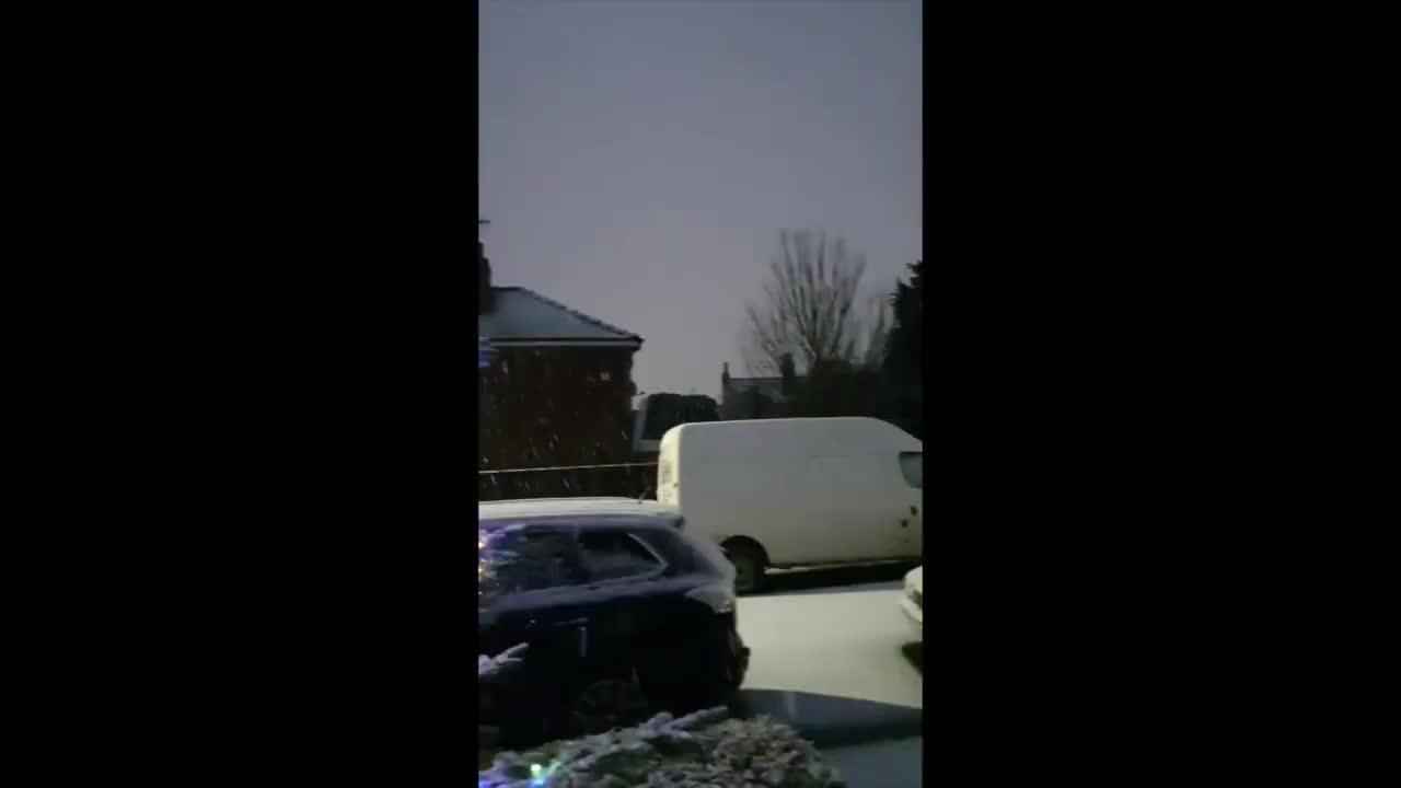 Snowfall Creates Festive Scene in Sheffield, England