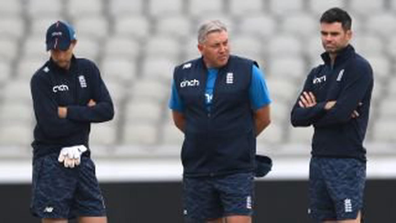 England could field under-strength Ashes squad as ECB resist postponement