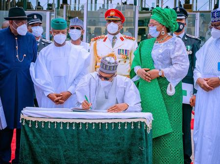 See How GEJ Stood Behind President Buhari; He Is One Of The Most Humble Politicians In Nigeria