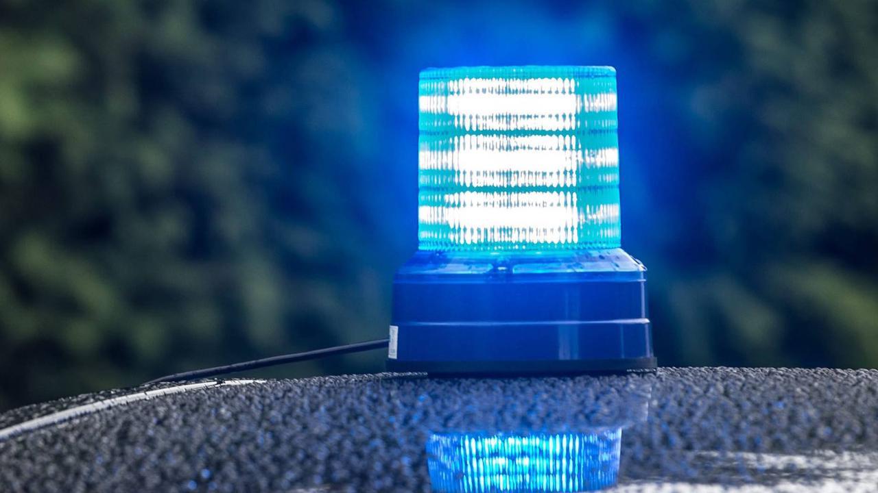 Unfall zwischen Blickweiler und Wolfersheim: Totalschaden: Auto überschlägt sich mehrfach in Blieskastel