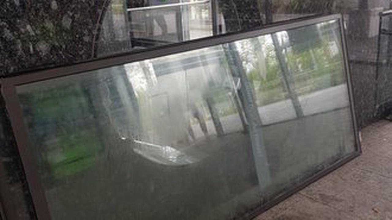 Dauerproblem: Dreck und kaputte Scheiben am Bahnhof-Bildung