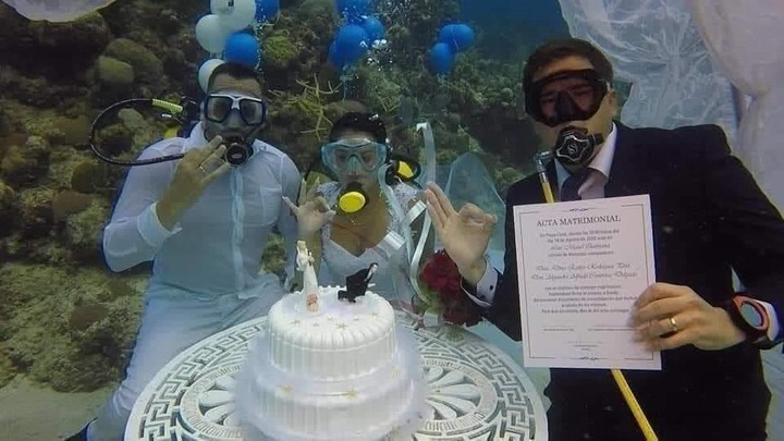 eb4e696aaf04e3c9b7d54d7a393a91f7?quality=uhq&resize=720 - See Photos Of A Couple Who Had Their Wedding Under The Sea To Prevent Any Distractions(Photos)