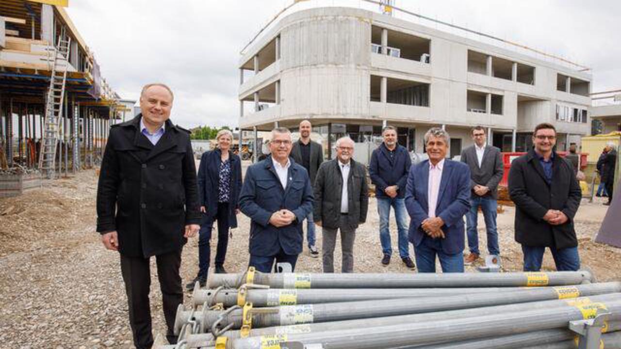 Update – Stadtteilzentrum Weidfeld: Gleichenfeier fand im Trauner Stadtteil St. Dionysen statt
