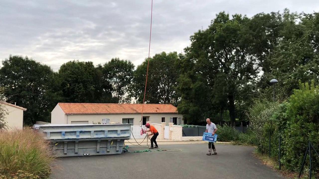 """VIDEO. Deux-Sèvres : sa piscine est """"tombée"""" du ciel"""