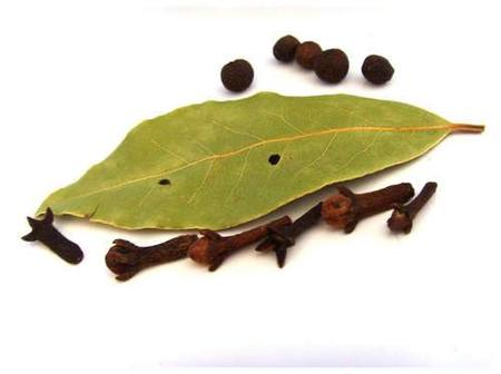 Boil Clove and Bay Leaf for 10 minutes, Apply on Your Hair and See What Happens