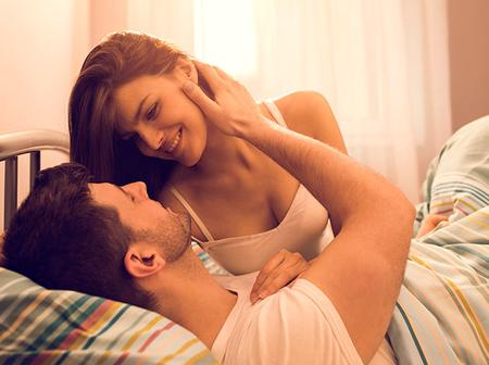 12 Romantic Goodnight Messages For Your Husbands