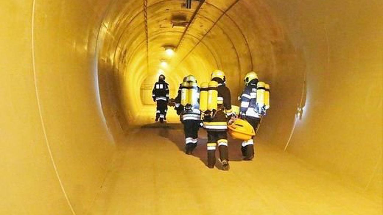Tunnelkette Pack |Simuliertes Inferno: 120 Feuerwehrleute übten für den schlimmsten Fall