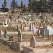 قصة.. وضع هاتفه في قبر جاره أثناء دفنه.. وبعد عودته إلي المنزل رن علي الهاتف وكانت الصدمة