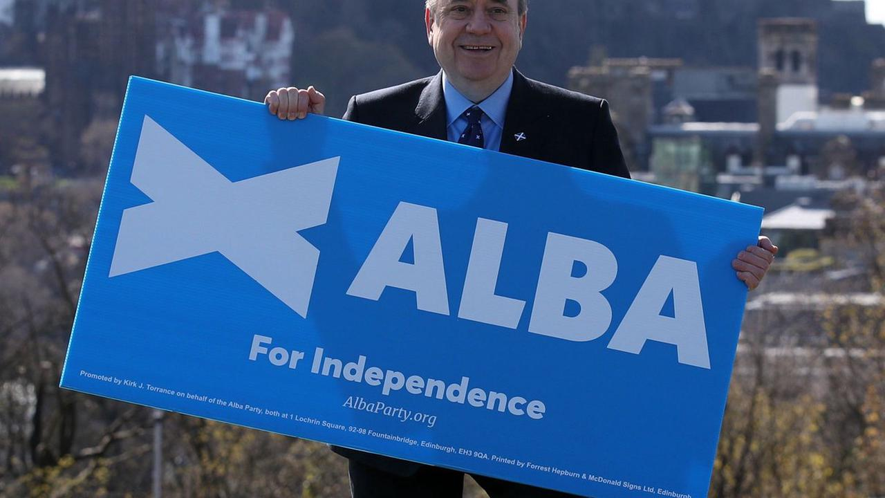 Salmond says SNP 'lack urgency' over IndyRef2 as he poses for Alba photoshoot