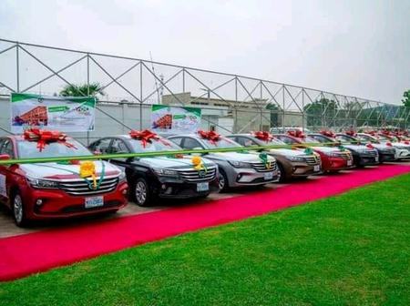 Reactions As Gov Sanwo Olu Presented Car Gifts To 13 Outstanding Teachers