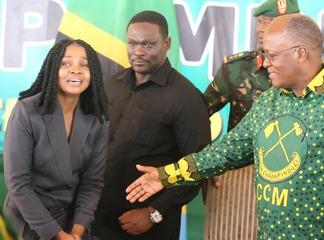 Diamond Platnumz's Team Member Breaks Into Tears for Shaking Hands with President Magufuli