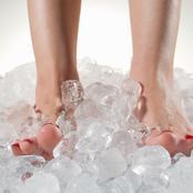 احذر.. برودة القدمين والأطراف قد تكون إشارة إلى هذا المرض الخطير وعليك التدخل السريع