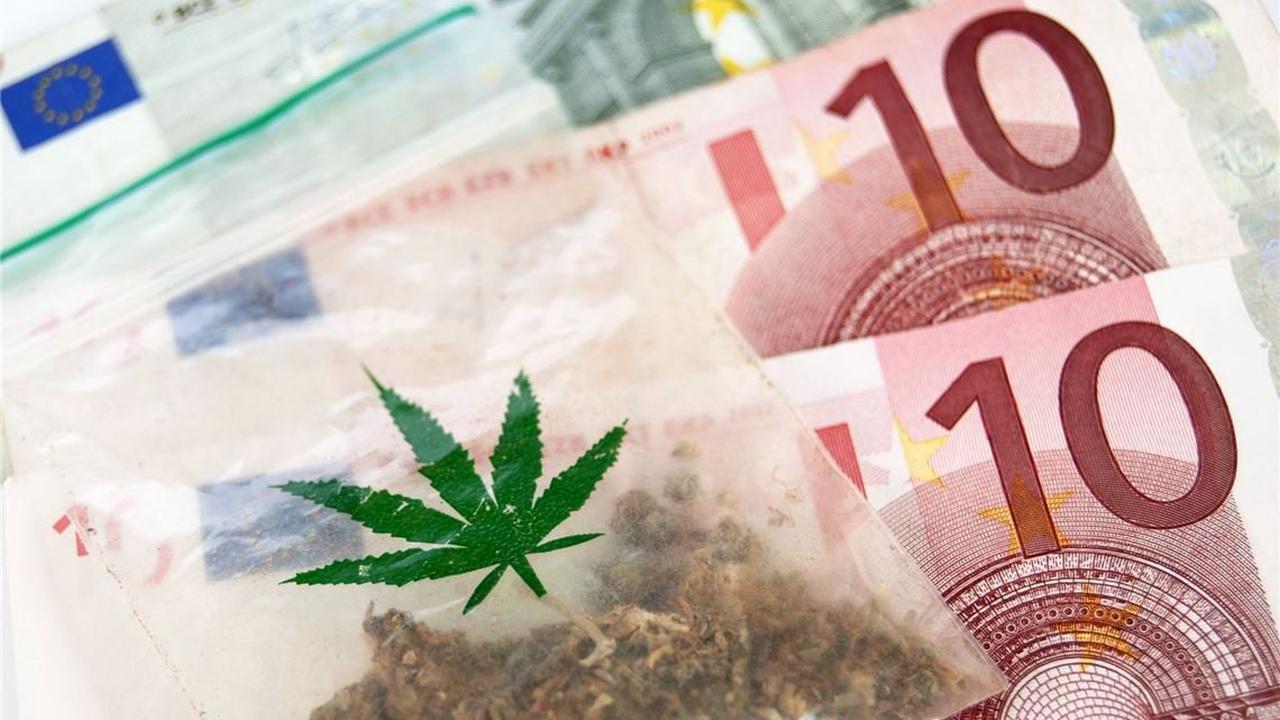 Polizei stellt Drogen und Bargeld sicher