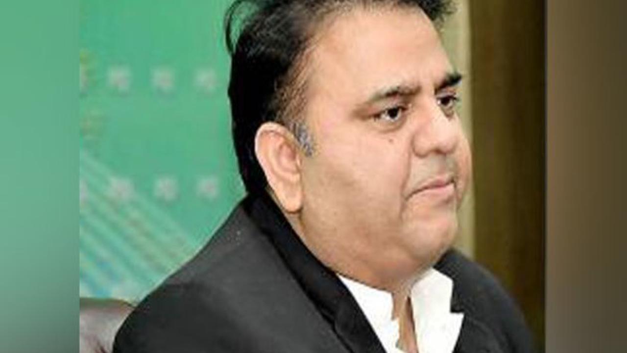 Pak govt alleges Nawaz Sharif bought flats in UK