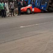 Grave accident de la circulation entre un gros camion et un taxi compteur sur la route de la prison