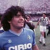 Football : l'incroyable hommage de Naples à Diego Maradona, du jamais vu