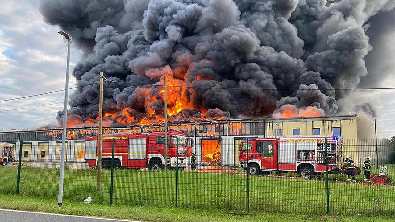 Großbrand im Rostocker Hafen ließ Stahlkonstruktion einstürzen