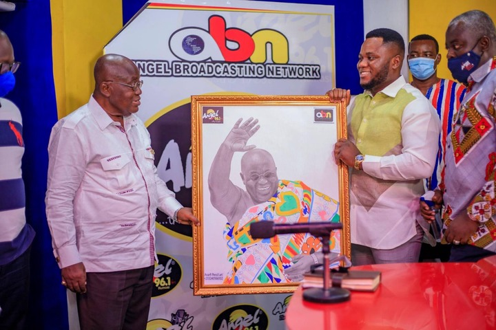 """f07813ac5263053c3b8a34f6fc336428?quality=uhq&resize=720 - """"Sign Of Victory"""": Mammoth Crowd Storm Angel FM Premises With A Gift To Akufo-Addo (Photos)"""