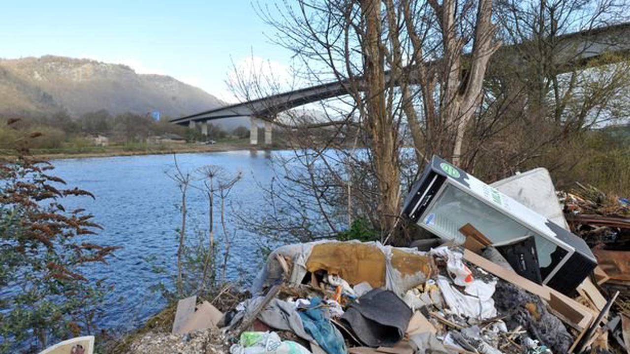 Fly-tipped rubbish disgrace near Friarton Bridge