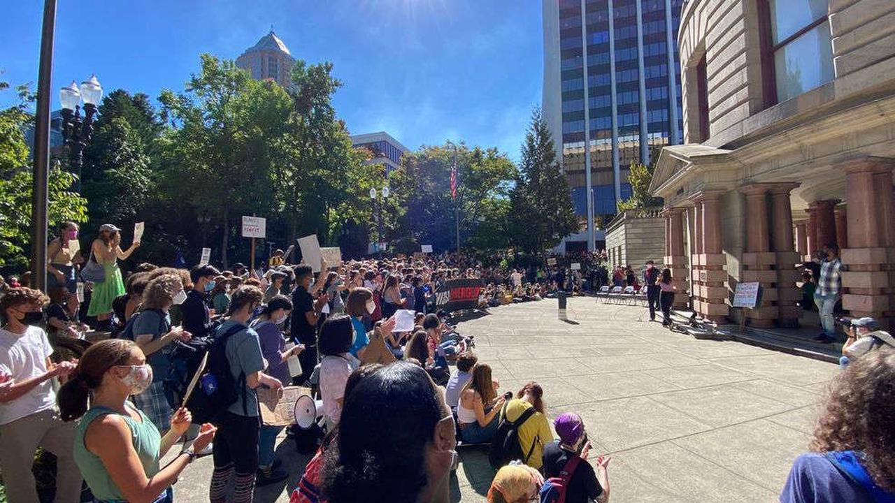 Portland Youth Climate Strike marches to City Hall