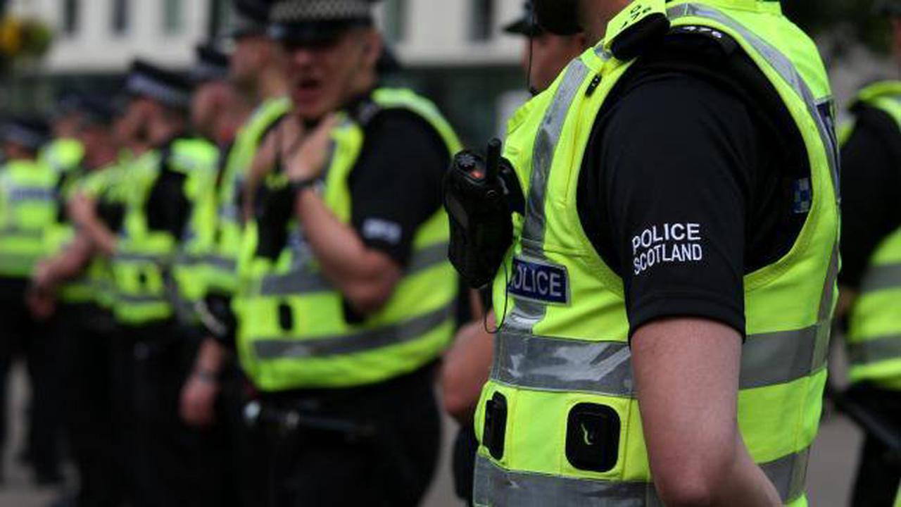 Glasgow mugging victim kicked off at police after he thought they were his attacker