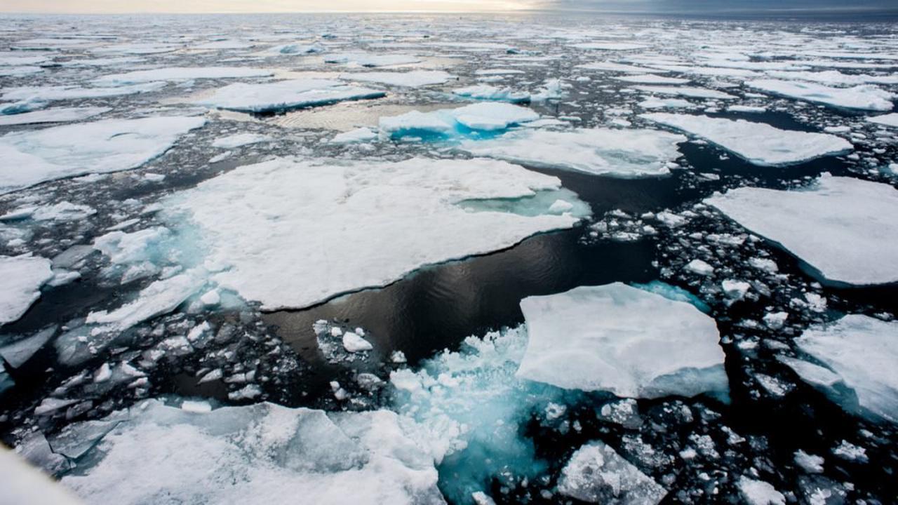 """Une expédition révèle que de dangereuses """"bombes de chaleur"""" ont pénétré l'océan Arctique"""