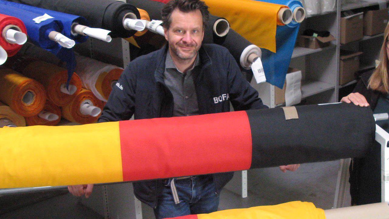 Bonner Fahnenfabrik in Hennef: Die Bofa beflaggt Kölner und Bonner Brücken