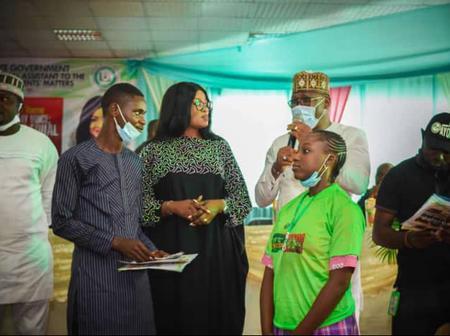 NANS Hail Her Matron Engr. Mrs Funmi Ayinke As Two Students Get Scholarship