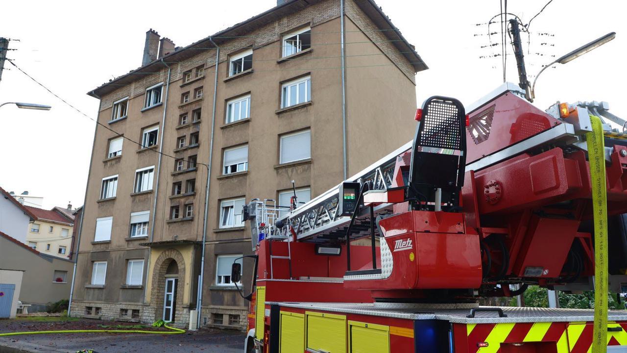 Villerupt. Toiture d'un immeuble en feu: une vingtaine d'habitants évacuent