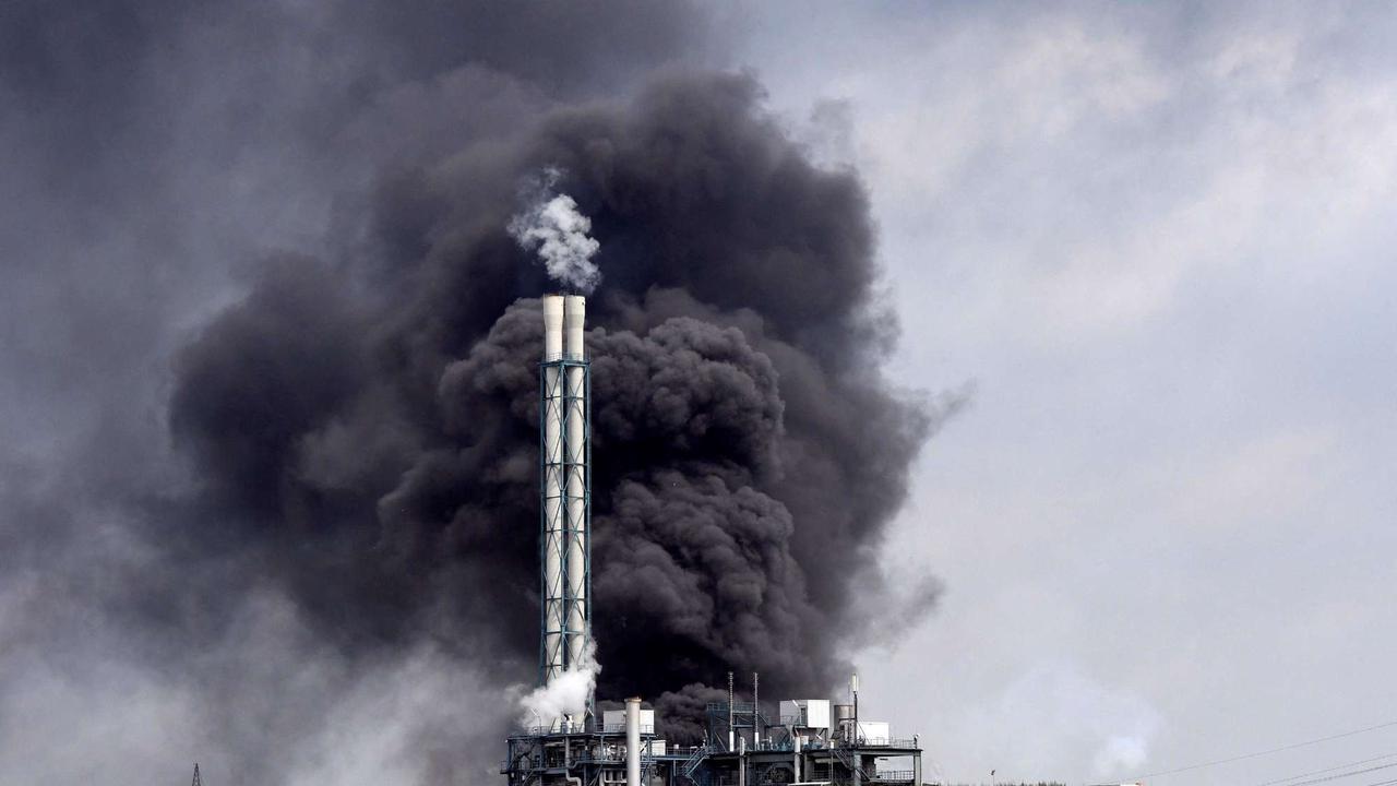 Nach Explosion in Leverkusen: Warnung vor Giftwolke - Vorsicht vor öligen Rußpartikeln