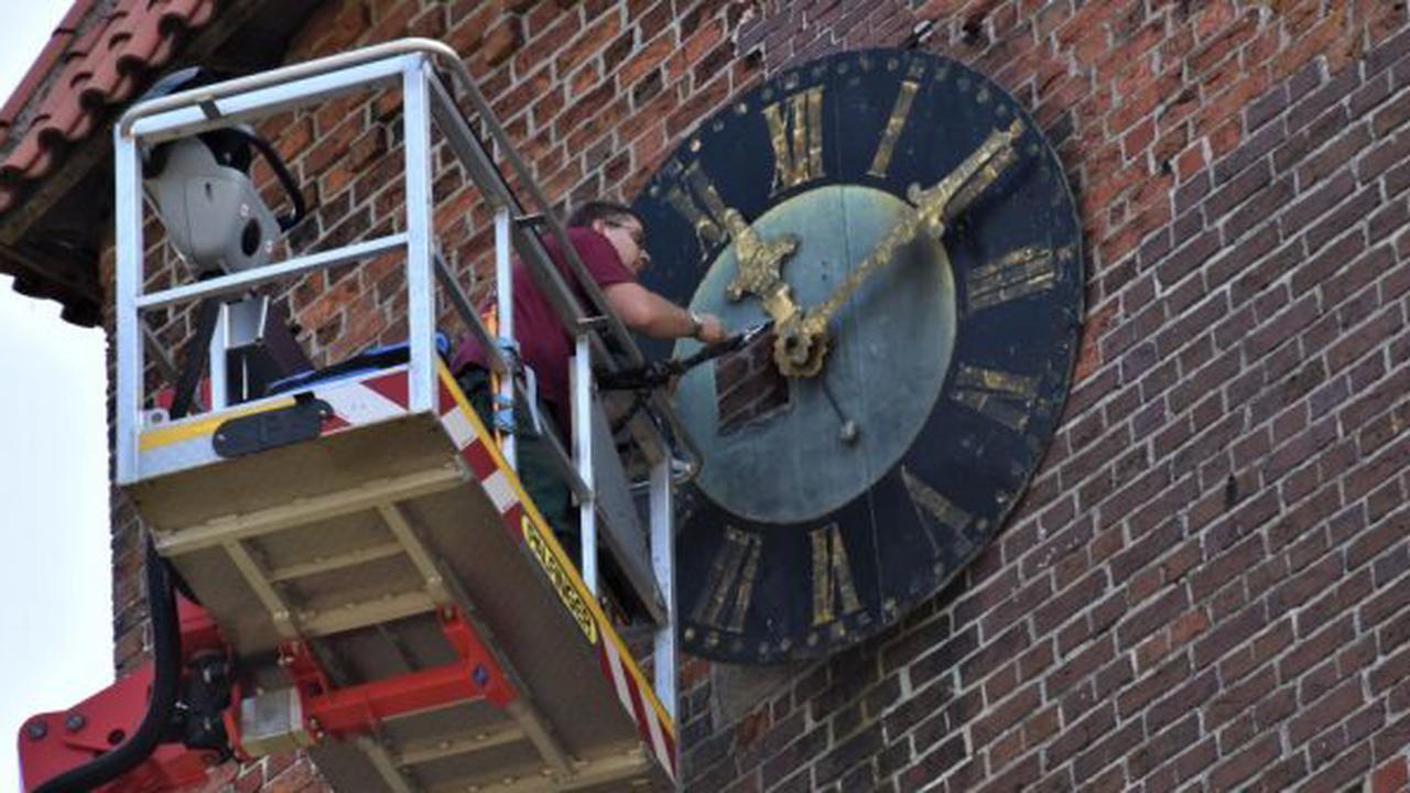 Kirchturm vorübergehend ohne Uhr